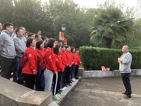 公司党委书记总经理刘务银作主题教育谈话ps.jpg
